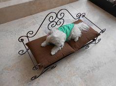 Cama para perrito elaborada en herrería fina por MaderaYHierro