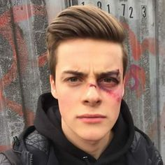 Find images and videos about boy, skam and chris on We Heart It - the app to get lost in what you love. Looks Halloween, Halloween Face Makeup, Bruises Makeup, Bad Boys, Cute Boys, Chris And Eva, Noora And William, Grunge Guys, Bad Boy Aesthetic