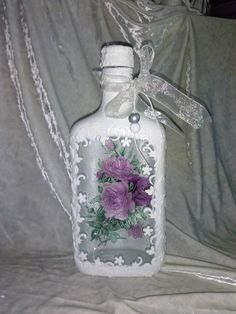 Memories from Christmas Wine Bottle Vases, Bottle Centerpieces, Painted Wine Bottles, Diy Bottle, Painted Mason Jars, Wine Bottle Crafts, Bottles And Jars, Mason Jar Crafts, Decoupage Tutorial