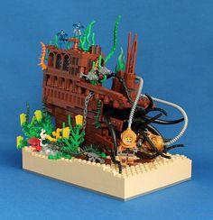 Shipwreck vignette :: My LEGO creations. Terrified CMF divers get more than they bargained for in the wrecked pirate ship. Bateau Pirate Lego, Lego Pirate Ship, Lego Ship, Lego Design, Lego Creator, Legos, Lego Beach, Modele Lego, Lego Furniture