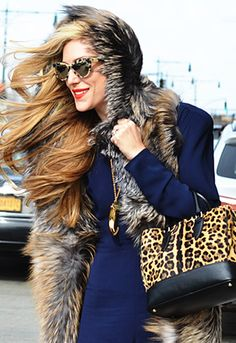 New York fashion week...sunglasses, bag and gold necklace..love it!