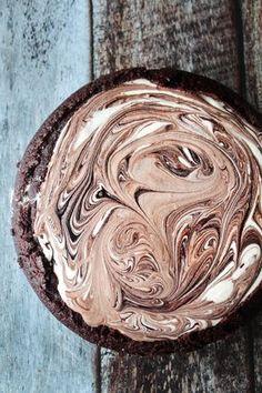 En virkelig lækker og kold dessert til sommerens varme dage :-) Yummy Treats, Sweet Treats, Danish Food, Chocolate Heaven, Candy Cookies, Pudding Desserts, Ice Ice Baby, Cafe Food, Recipes From Heaven