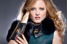 Black Leather and Fox Fur Wrist Purse Luxury Cuff par CuffNGo