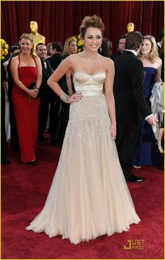 Miley Cyrus in Jenny Packham (82nd Academy Awards)