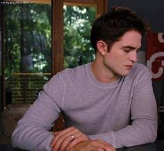 Likes, 16 Comments - Robert Pattinson Twilight Saga Series, Twilight Edward, Edward Bella, Twilight Meme, Vampire Twilight, Vampire Boy, Edward Cullen Robert Pattinson, Robert Pattinson Twilight, Daimon Salvatore