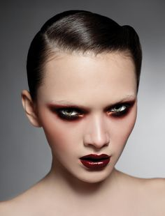 This dark look is giving us chills! (But the good kind!) #makeup