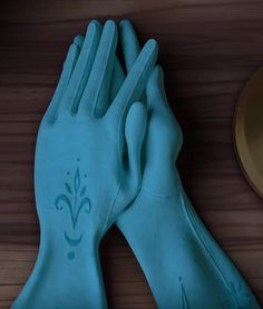 Repin Queen Elsa's gloves if you are a Frozen nerd like me!<< yes I am a Frozen need like you