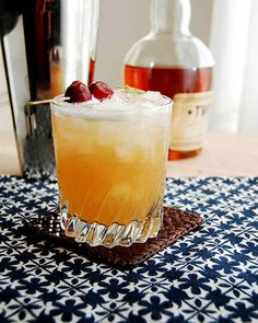 Amaretto Sour: Ingredients:  1 1/2 oz  amaretto liqueur(or Disaronno),  1 tbsp  sweet and sour mix, add ice. Directions: Pour the amaretto liqueur into a cup of ice cubes. Add the sweet and sour mix and stir. Can add a maraschino cherry or a slice of orange.