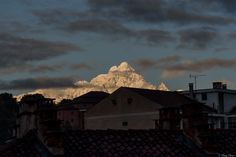 il Monviso innevato all'alba dal mio balcone - la giornata di sabato scorso è cominciata così, guardando il Monviso all'alba dal balcone... ho fatto colazione in fretta e sono uscito con la fotocamera al collo.