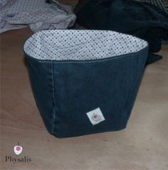 Do not throw out your worn trousers - DIY - Fanny Berger - - Ne jette pas ton pantalon usé – DIY jean topstitched basket - Diy Jeans, Sewing Jeans, Diy Trend, Diy Organisation, Baby Couture, Recycled Denim, Bikini Workout, Fukushima, Fabric Crafts