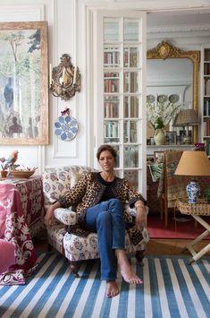 Belle, le sourire éclatant, Carolina Irving nous accueille chez elle, un matin d'hiver ensoleillé. Un immeuble bourgeois à la frontière du 8 e...