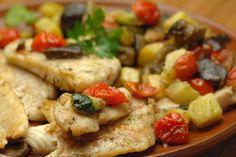 Il merluzzo al forno con pomodorini e patate sarà un piatto perfetto per tutta la famiglia. Ecco la ricetta e la variante al cartoccio