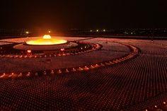 Cien mil monjes budistas orando por lapaz del mundo. Tailandia