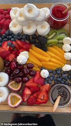 Breakfast Platter, Dessert Platter, Breakfast Casserole, Snack Platter, Party Food Buffet, Party Food Platters, Charcuterie Recipes, Charcuterie Platter, Delicious Desserts