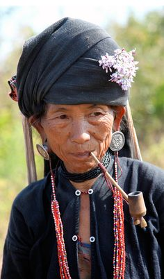 Golden Triangle   Elderly Akha woman.   ©Annie Leroy  #world #cultures