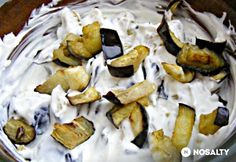 Görög joghurtos padlizsánsaláta Greek Recipes, Salad Recipes, Stuffed Mushrooms, Cheese, Diet, Meals, Vegetables, Cooking, Food