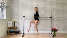 Dancer exercises for long lean toned leg muscles. Get our full barre workouts in sleekballetfitness.com Barre Workout Video, Hitt Workout, Workout Videos, Dancer Leg Workouts, Ballet Workouts, Fitness Workouts, Fitness Motivation, Ballet Barre, Ballet Dancers