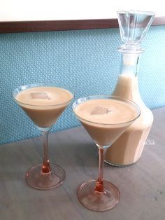 Home made Bailey's Smoothie Drinks, Fruit Smoothies, Cocktail Drinks, Alcoholic Drinks, Gin Und Tonic, Baileys Drinks, Homemade Baileys, Baileys Irish, Kitchen Time