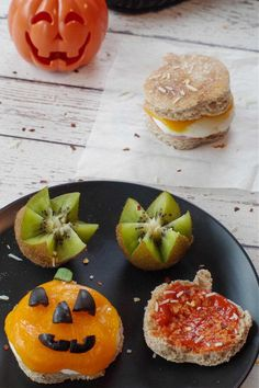Halloween is only one day a year so you'll want to savor it and start celebrating early, with this Halloween breakfast Pizza Sandwich! This Halloween breakfast, with ham, egg, cheese and pizza sauce, on an English muffin, is in the shape of a Jack o'lantern. It's a fun and easy Halloween Breakfast idea! This Halloween Breakfast sandwich is perfect for Halloween morning for kids and adults alike because it only takes a few minutes to put together. It's also great for on-the-go, it's simple to mak
