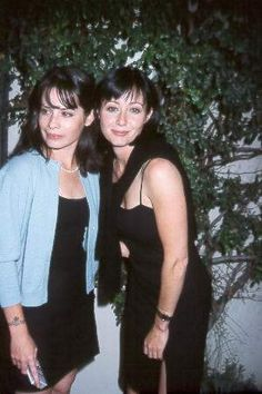 Holly Marie Combs and Shannen Doherty, best friends forever!