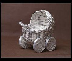 Ania Inspiruje : Kurs -wózeczek cz, I Newspaper Basket, Newspaper Crafts, Old Magazine Crafts, Glitter Champagne Bottles, Janmashtami Decoration, Corn Dolly, Willow Weaving, Dolls Prams, Braid Patterns