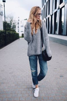 Perfect 7/8 jeans with exactly the right amount of baggy-ness - boyfriend jumper, glasses and trainers. How comfy? And looks fab