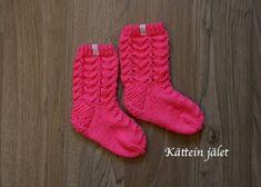Kättein jälet: Villasukat lapselle Socks, Knitting, Fashion, Moda, Tricot, Fashion Styles, Breien, Sock, Stricken