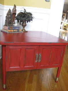 Annie Sloan Emperors Silk Red Chalk Paint Coffee Table Luv this color---hutch maybe or bottom of dining room table:)