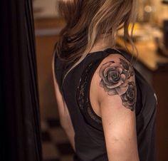 Rose shoulder tattoo #roseshouldertattoos