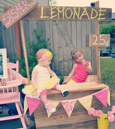 this lemonade stand party is just too cute!