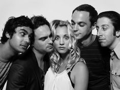 "the cast of ""the big bang theory"" (from left: kunal nayyar, johnny galecki, kaley cuoco, jim parsons, simon helberg)"