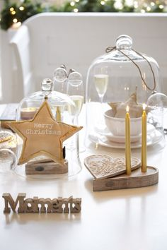 I give you more than 40 amazing ideas related to 8 different decorating styles, so you can get the. Gold Christmas, Merry Christmas, Christmas Ideas, Xmas Decorations, Winter Time, Holidays And Events, Decor Styles, Place Card Holders, Tableware