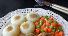 Delikatne, rozpływające się w ustach plastry schabu w przepysznym sosie pieczarkowym to niezwykłe danie, które świetnie sprawdzi się jako codzienny, przepyszny posiłek, ale również wykwintny niedzielny lub nawet świąteczny obiad. Sos pieczarkowy idealnie komponuje się ze schabem co tworzy eleganckie, wytworne i apetyczne danie.  schab duszony  schab duszony w piekarniku  schab duszony w sosie własnym  schab duszony w warzywach  schab duszony w plastrach  schab duszony w całości  schab… Asia, Food And Drink