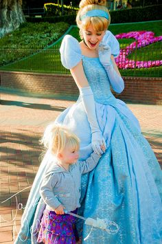 I just love cinderella's expression here. The women who portray the princesses are amazing!