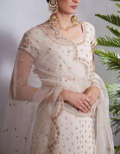 Wedding Lehnga, Desi Wedding Dresses, Wedding Suits, Bridal Dresses, Pakistani Dress Design, Pakistani Outfits, Indian Outfits, Womens Dress Suits, Embroidery Suits Design