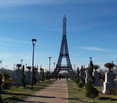 Torrejón de Ardoz. Parque Europa. Monumentos Europeos en Madrid. #Torre_Eiffel - Paris. <> Pulse en la fotografía para ver alojamientos en Madrid.