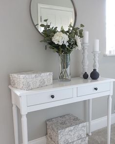 hallway decorating 228065168617439623 - How to create DIY Board and Batten wall panelling Interior Design Blogs, Diy Interior, Console Table Styling, White Console Table, Hall Table Decor, Room Decor, Installing Wainscoting, Grey Hallway, Flur Design