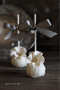 Pretty and elegant cake pops.
