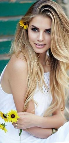 Rose, Curves, Long Hair Styles, Lady, Womens Fashion, Beauty, Beautiful, Divas, Faces