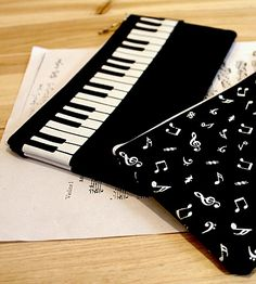 Piano keyboard pencil case