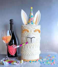 """Llama birthday or New Years Party Cake 785 Likes, 81 Comments - Roxie ⭐️ (@roxstarbakes) on Instagram: """"Happy New Year from Lenny the party llama!! ❄️ #llamacake #sweatercake ❄️ champagne flavored…"""""""