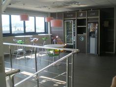 #Contract #Moderno #Cafeteria #Mesas de centro #Lamparas #Barandillas #Ventanas #Vidrio #Taburetes