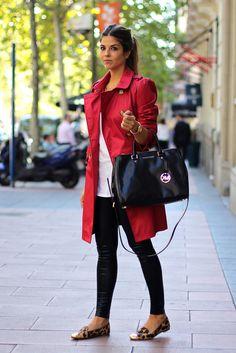 trendy_taste-look-outfit-street_style-AW13-gabardina_roja-red_raincoat-michael_kors-black_leather_handbag-bolso_piel_negro-leo_slippers-slippers_leopardo-leo_print-agatha_paris-jessica_simpson-leather_leggings-leggings_cuero-golden_watch-reloj_dorado-12