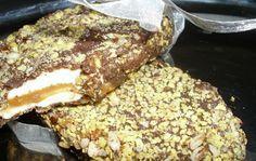 Milujete čokoládku KINDER MAXI KING? Karamel, oříšky, mléčná nádivka uvnitř a vynikající oříšky na vrchu. Mňam!