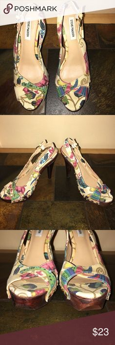 "Steve Madden Tumbled floral peeptoe platform, sz 8 Steve Madden size 8, Tumbled floral print, peep toe, sling back, platform shoe.  Shiny gold tone buckle and studs.  These are in great used condition.  Fabric is clean.  One small area of peeling on foamy inserts towards the back of each shoe as shown in last pic.  Few markings on wooden bottoms.  Just too high for me now.  Soooo cute.  Heel itself is 4"" plus the 1 1/2 inch platform to which it is attached with the front platform measuring 1…"