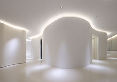 Dermatology Clinic Hommachi Dermatology Clinic is a minimal clinic designed by Tsubasa Iwahashi.Hommachi Dermatology Clinic is a minimal clinic designed by Tsubasa Iwahashi. Spa Interior, Interior Lighting, Interior Design, Ceiling Lighting, Medical Design, Healthcare Design, Curved Walls, Hospital Design, Clinic Design