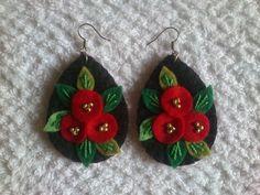Felt Embroidery, Felt Applique, Hand Embroidery Designs, Textile Jewelry, Fabric Jewelry, Jewellery, Felt Flowers, Fabric Flowers, Wedding Cards Handmade