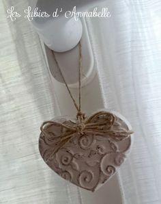 Coeur en  plâtre style Shabby Chic et noeud en ficelle de lin