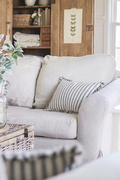 Custom slipcovers in nanocoated linen by Comfort Works, for Liz Fourez  http://comfort-works.com/en/home/customized-sofa-slipcover-541 Read the review here: lovegrowswild.com/2016/03/living-room-slipcovers-comfort-works-review/  #linenslipcovers #customslipcover #customsofacover #livingroom #sofa #couch #farmhousestyle #modernfarmhouse #linen