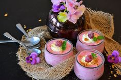 Raspberry Banana Oatmeal Breakfast Ingredients ½ cup raspberries, frozen ½ cup banana, frozen ½ cup yogurt 1 cup oatmeal, an overnight soak Soup Recipes, Diet Recipes, Healthy Recipes, Healthy Soup, Healthy Cereal, Healthy Sugar, Yogurt Recipes, Protein Recipes, Healthy Nutrition